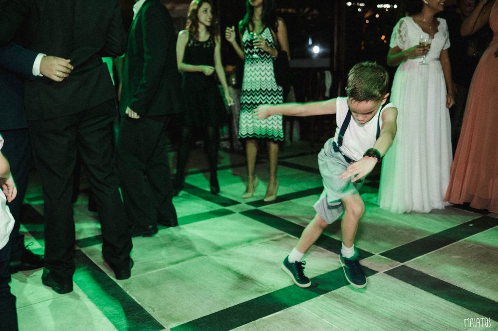 criança pista de dança