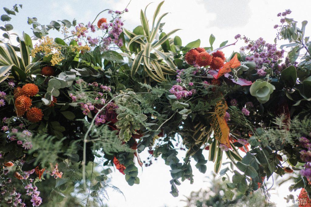arco floral para casamento ao ar livre